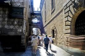 stadtspaziergang durch das gotische viertel in barcelona