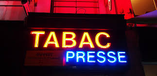 bureau de tabac banque quand le bureau de tabac se transforme en agence bancaire