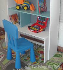 etagere pour chambre diy étagère pour chambre d enfant et coffre à jouets le de béa