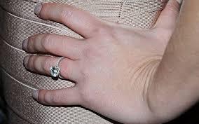 an welcher trã gt den verlobungsring gesucht welcher promi trägt diesen verlobungsring bravo