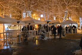 file christmas market in zagreb1 jpg wikimedia commons