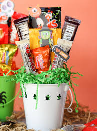 how to make a halloween candy bouquet