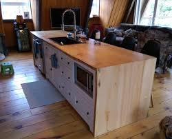 ilot de cuisine en bois armoire de cuisine blanche îlot live edge cuisine chêtre