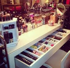 bag nail dresser make up makeup table jewels makeup