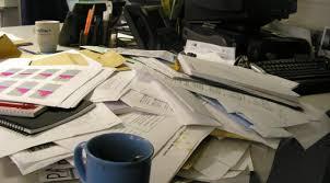 classement papier bureau avis aux phobiques du classement de papiers un bureau mal rangé