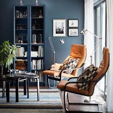 ein kleines wohnzimmer u a eingerichtet mit billy bücherregal