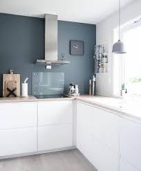 cuisine mur bleu 1001 idées pour une cuisine bleu canard les intérieurs qui