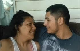 maman baise cuisine cette mère et fils sont és amoureux ils risquent la