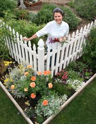 Vegetable Garden Front Yard by Love This Idea For The Front Yard Vegetables And Edibles Inside