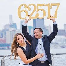 save the date signs engagement photography ideas include this date sign to