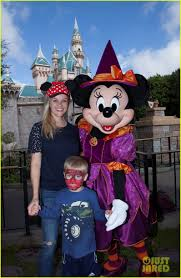 reese witherspoon u0026 son tennessee spend the day at disneyland