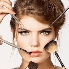 Los horrores del maquillaje en los famosos