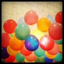 Balloons On Sticks Centerpiece by Best 25 Hanging Balloons Ideas On Pinterest Simple Birthday