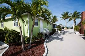 Blind Pass Resort About Your Stay Castaways Cottages Beach U0026 Bay Accommodations