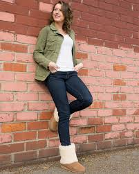 denims paired with our favorite fluffy ugg patten is a duo we