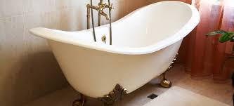 Best Way To Refinish Bathtub How To Reglaze A Bathtub Doityourself Com