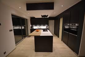 cuisine blanc mat sans poign cuisine laquée mat anthracite avec gorge laquée anthracite et plan