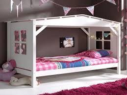 cabane fille chambre lit lit cabane but lit cabane dans une chambre d enfants