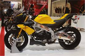quick ride on aprilia tuono v4 r aprc u2014 motorbike tour news