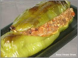 cuisiner poivrons verts poivrons farcis au boeuf et à la tomate stram gram
