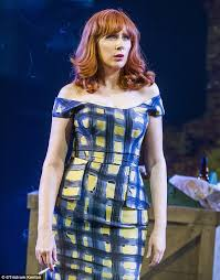 catherine tate amps up the glamour in new theatre production