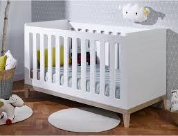 chambre bebe en bois bébé évidence blanc bois