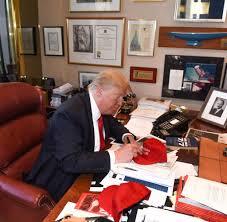 B O Schreibtisch Dvds Roman Zukunftsbrief Was Uns Die Dinge Auf Trumps