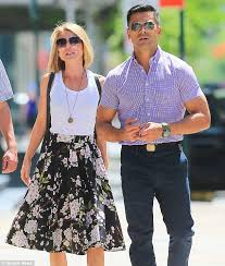 kelly ripa children pictures 2014 kelly ripa passionately kisses husband mark consuelos on a day