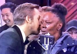 Meme Ryan Gosling - ryan gosling oscars meme after whispering to a woman on stage