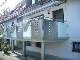 balkon lochblech balkongeländer mit mattglas lochblech hermann götz metallbau