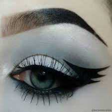 Eyeliner Halloween Makeup by Bat Eyeliner Trend Popsugar Beauty