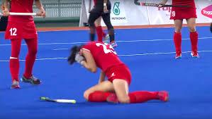 m u0027sian whacks s u0027porean with hockey stick during sea games women u0027s