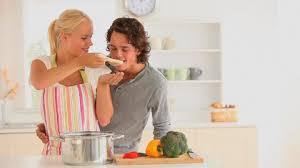 les amoureux de la cuisine etre humain cuisiner faire la cuisine hd stock 418 483