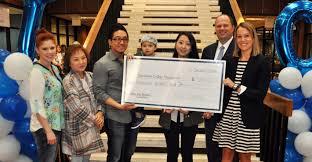 family presents memorial scholarship