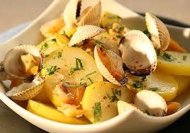 cuisiner les coques salade de pommes de terre au jus de coques recettes de cuisine