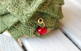 how to make a quilted fabric tree the ornament
