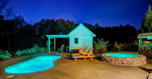 cabin lodging with swimming pool in hocking hills ohio