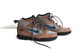 womens hiking boots size 9 how much are vintage 80s nike hiking boots womens 9 acg custom