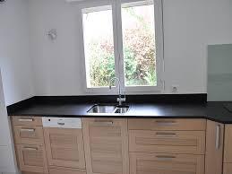 granit pour cuisine plan de travail en granit noir finition brossée cuisine