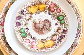 vintage thanksgiving dinnerware five ways to set a perfect thanksgiving table lindsay hill interiors