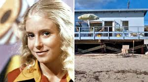 Brady Home Furniture by Brady Bunch U0027 Star Eve Plumb Sells Malibu Home U2014 See Inside Today Com