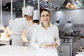 chef cuisine femme gastronomie l autocuiseur d pic fait un four vaud