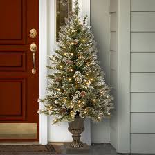 Christmas Decoration For Entrance by Outdoor Christmas Decorations For A Festive Home