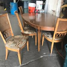 queens extendo maple dining table w chairs ora big reuse