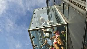 willis tower chicago willis tower cracks frighten tourists but officials say no danger