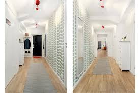 carta da parati su armadio come scegliere gli arredi per l ingresso e il corridoio casa e trend