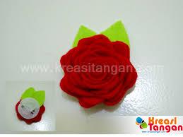 membuat kerajinan bros cara membuat bros berbentuk bunga mawar dari kain flanel ragam