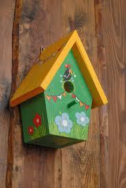 fabrication mangeoire oiseaux les 25 meilleures idées de la catégorie mangeoires pour oiseaux