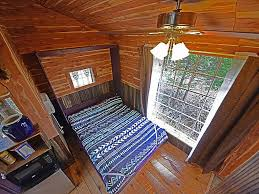 Real Treehouse Real Treehouse N 2 Trees Sleep 4 Modern Bathroom Private