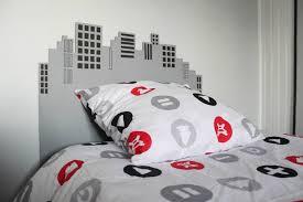 tete de lit chambre ado diy faire une tête de lit buildings pour une décoration urbaine